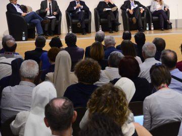 Scola: «Un invito a recuperare l'unità contro la frammentazione della finanza»